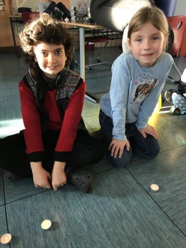 Das Friedenslicht brennt in der Christian-Wolfrum-Grundschule